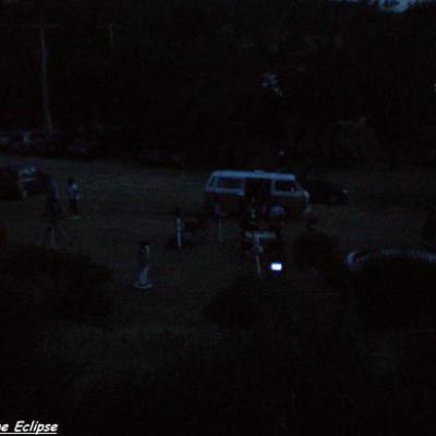 Dans l'obscurité, les astrams sont installés...