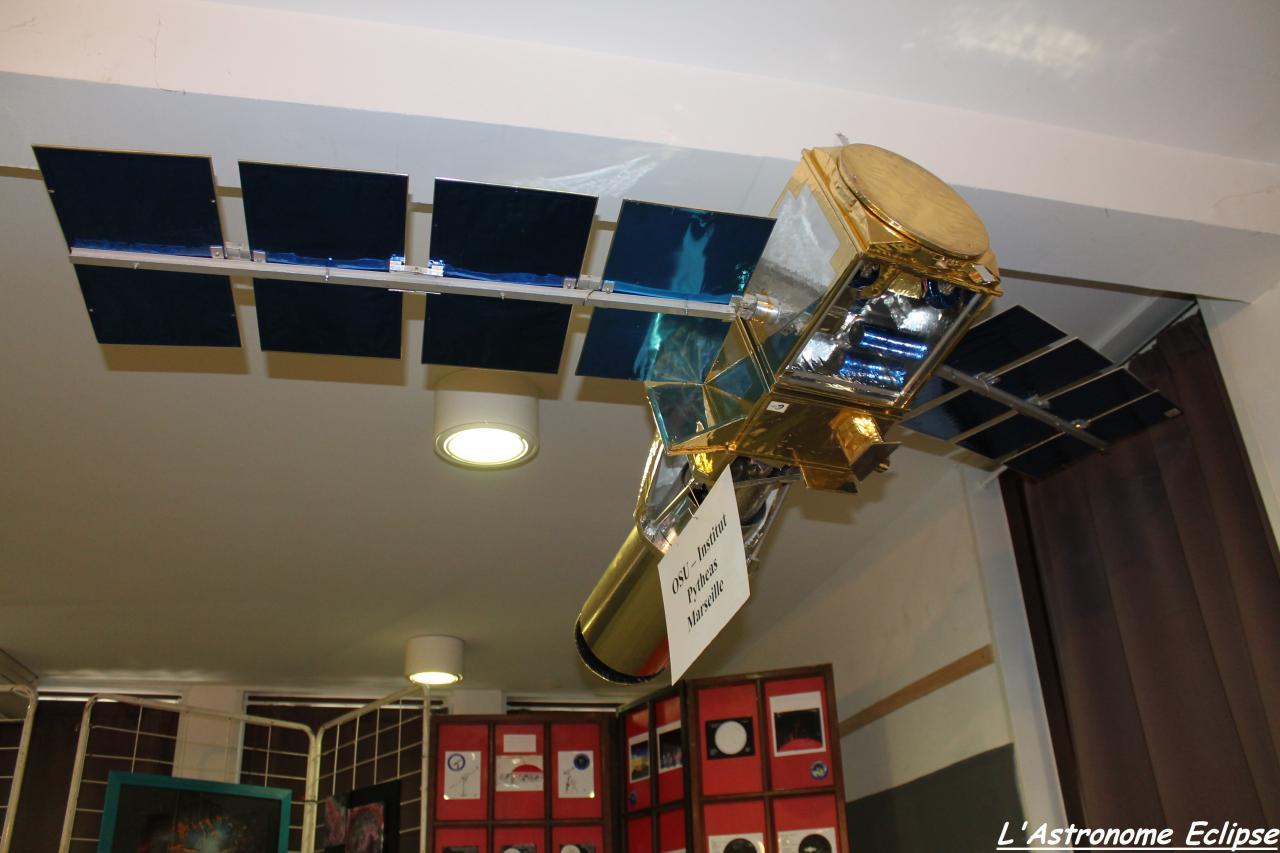Maquette d'un satellite (1)