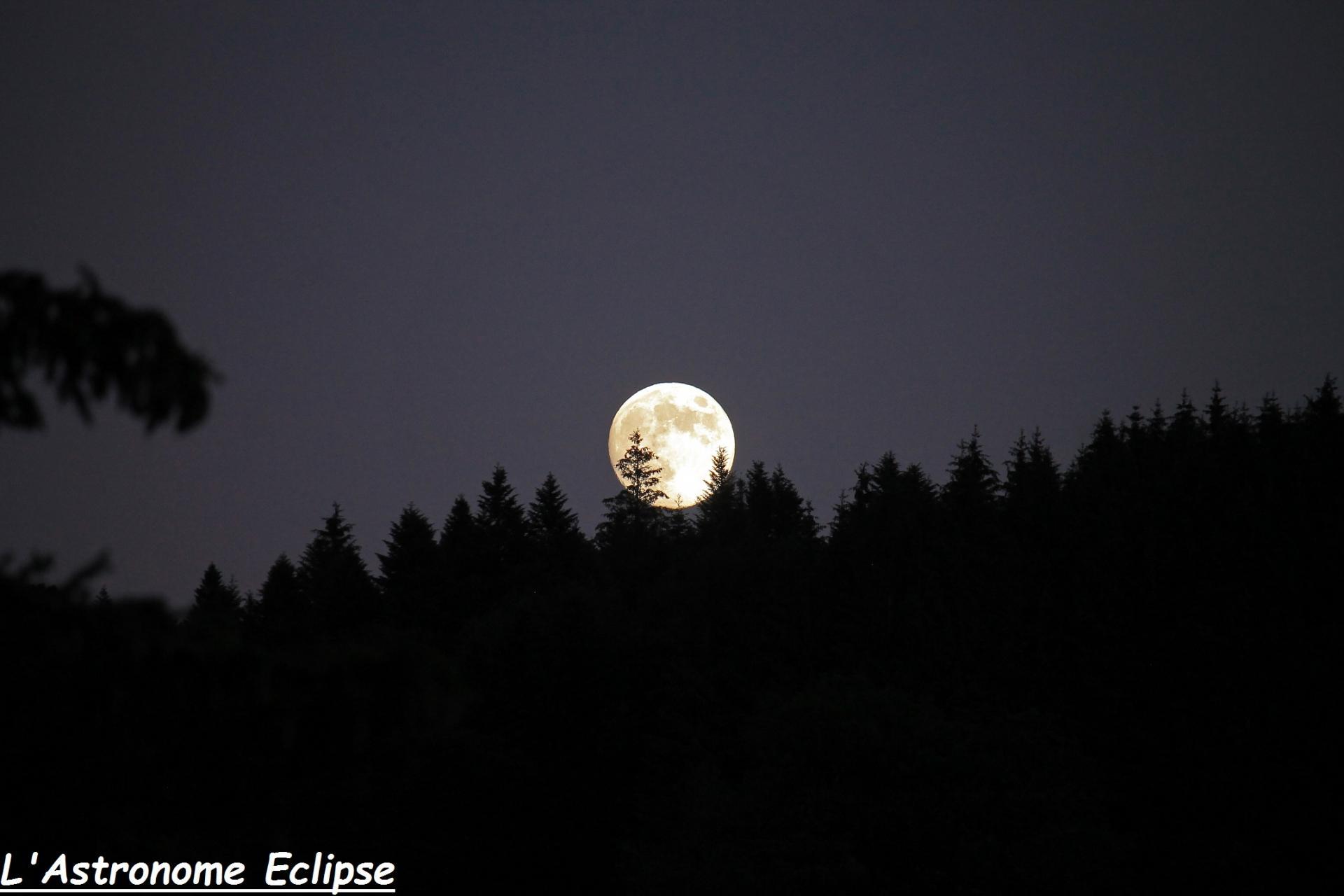 Lever de Lune au dessus de la montagne...