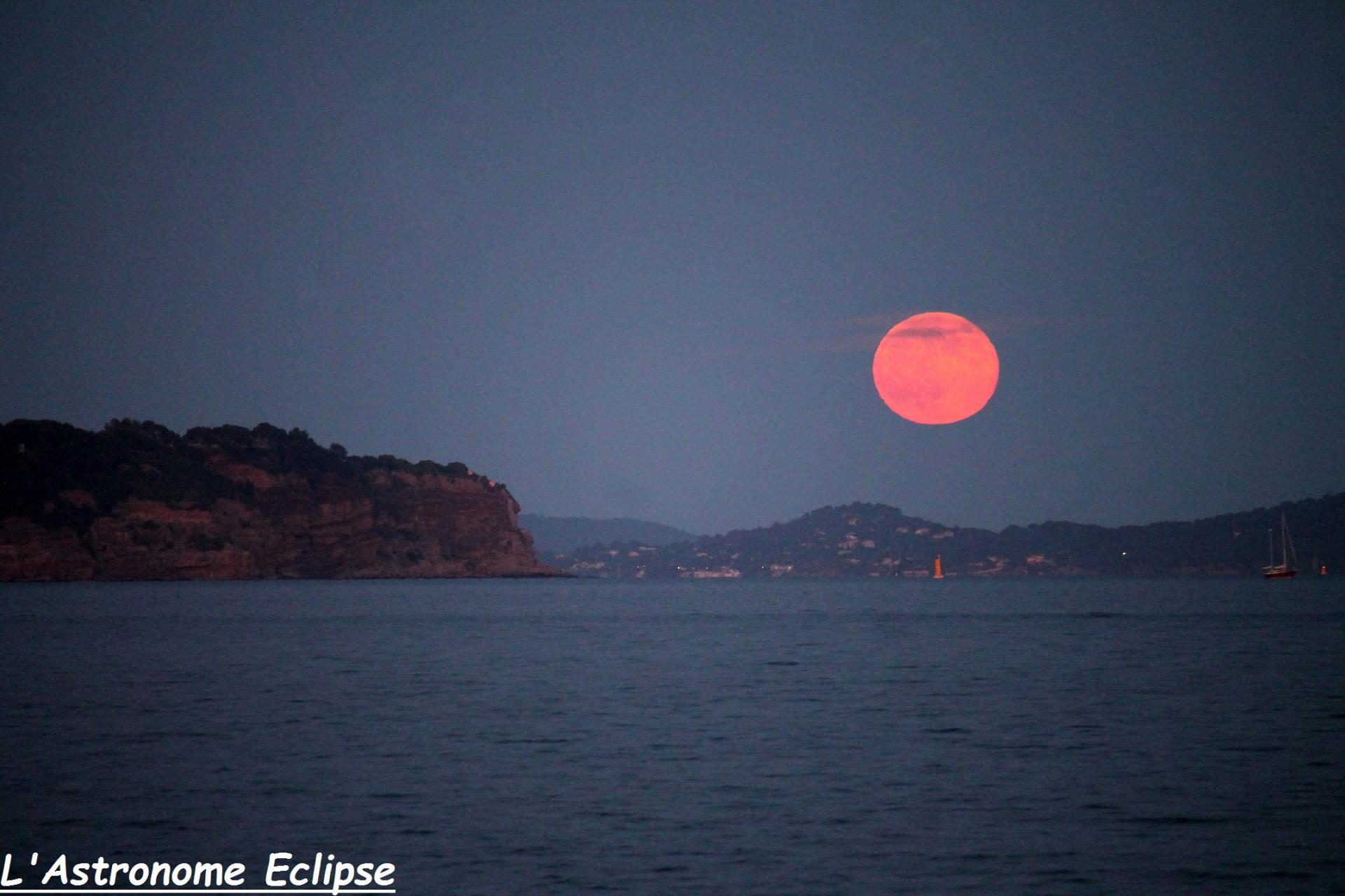 Lever de Lune dans la rade de Toulon