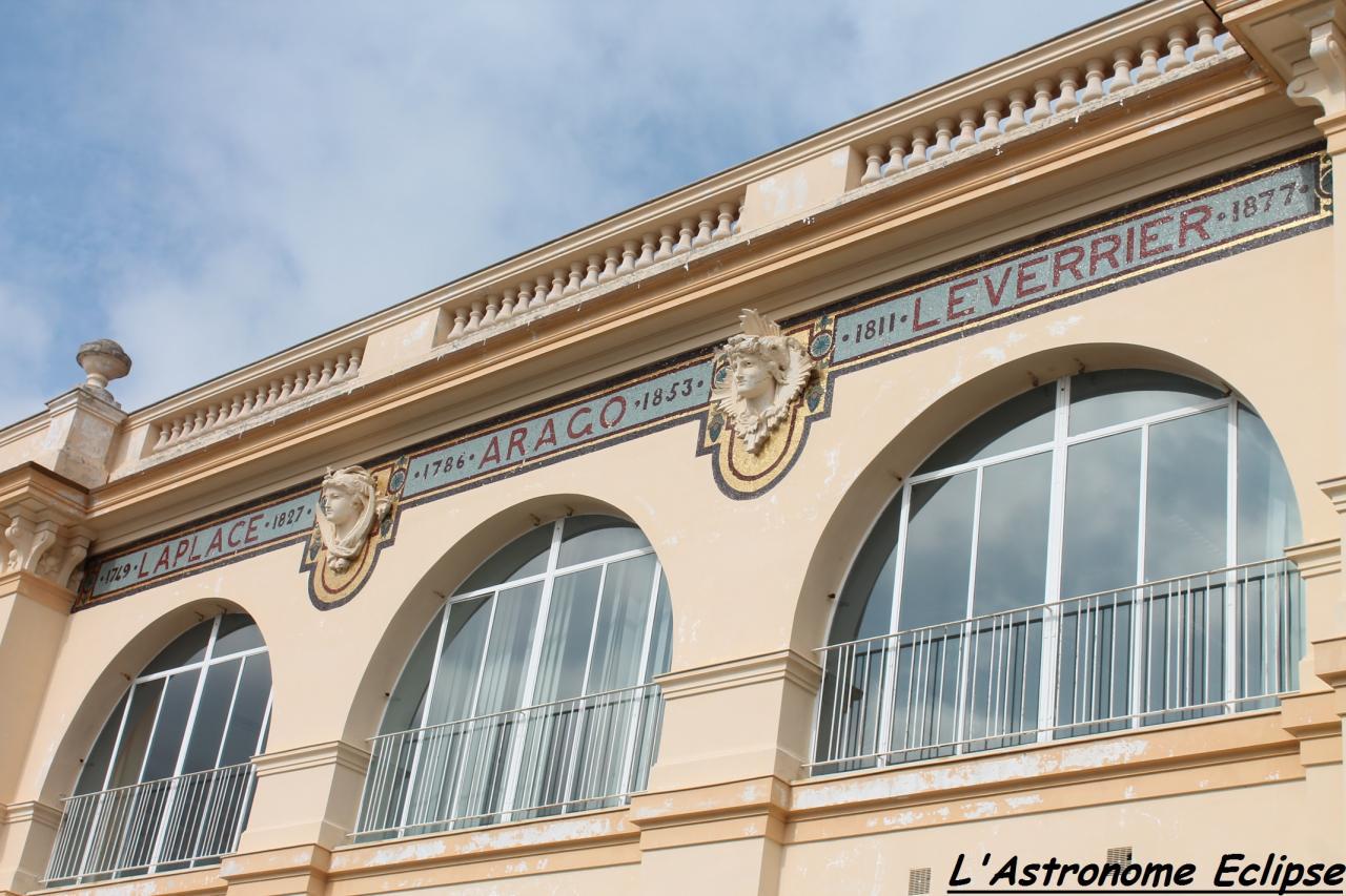 Sur une façade, trois noms illustres...