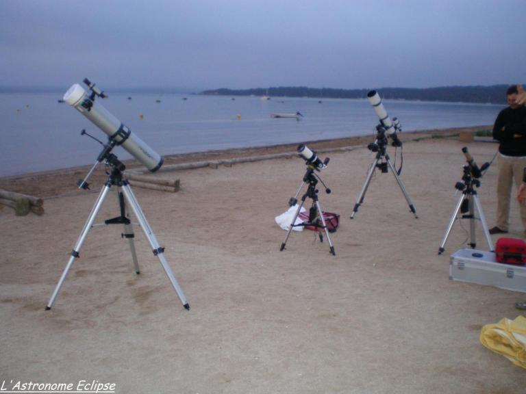 Plusieurs lunettes et télescopes