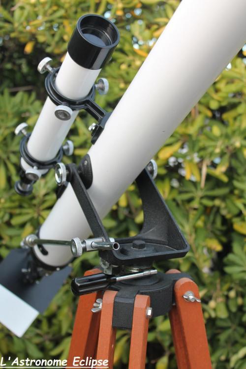 La 60/900 Bright & Sharp est dotée d'une monture azimutale (image L'Astronome Eclipse)